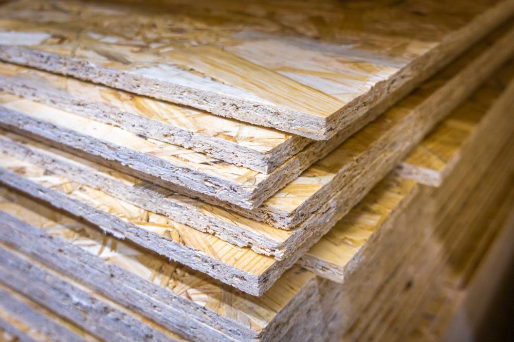 OSB plošče so okolju prijazen material, saj so izdelane iz delčkov lesa.
